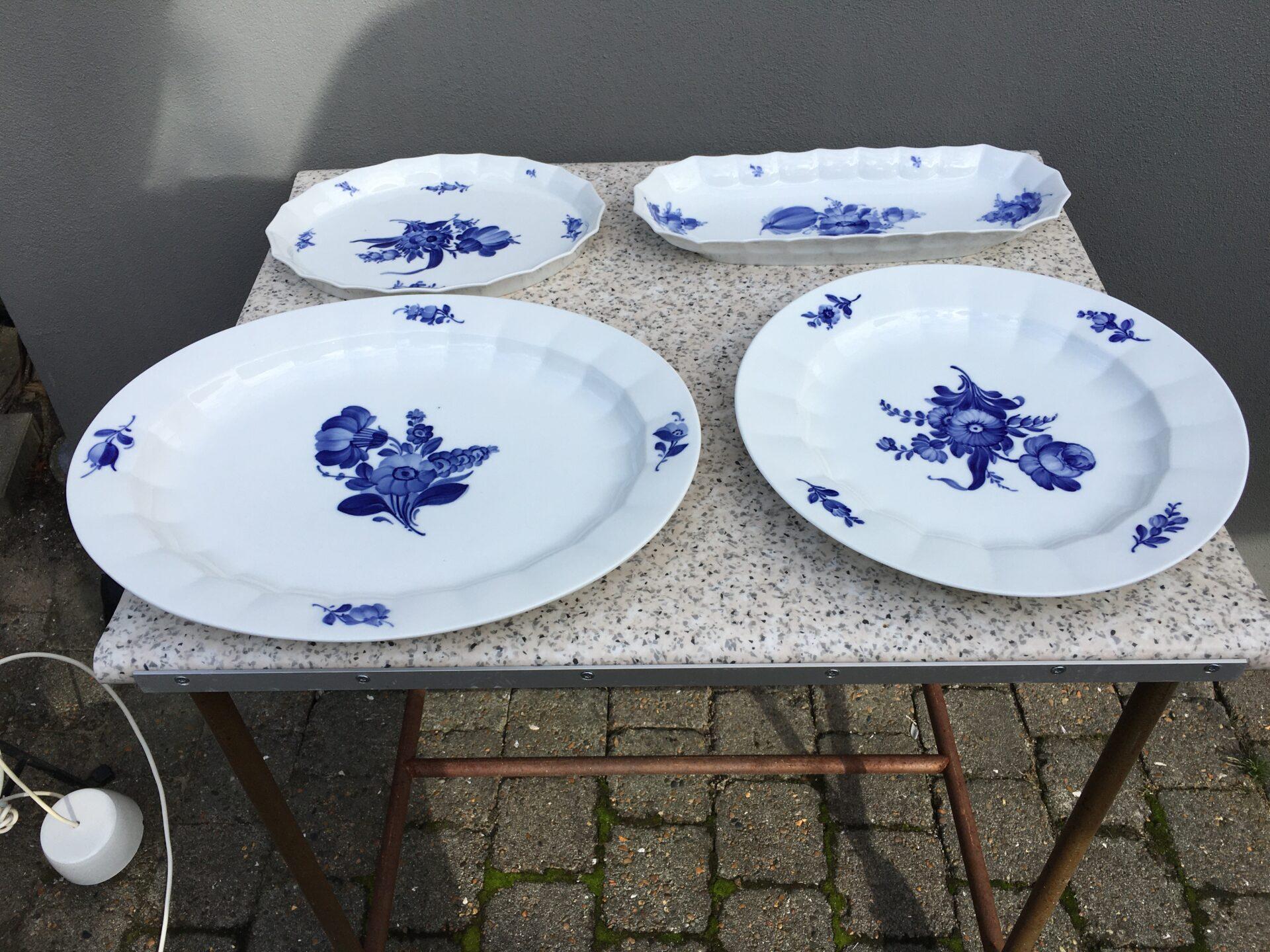 Kongelig porcelæ, Blå Blomst, kantet, fejlfrit og i fineste stand,