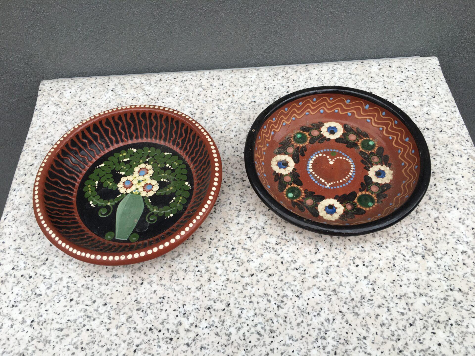 Mering keramik (utydeligt stemplet) bordskåle, h=5,5 cm, d= 25 cm, pris 500kr