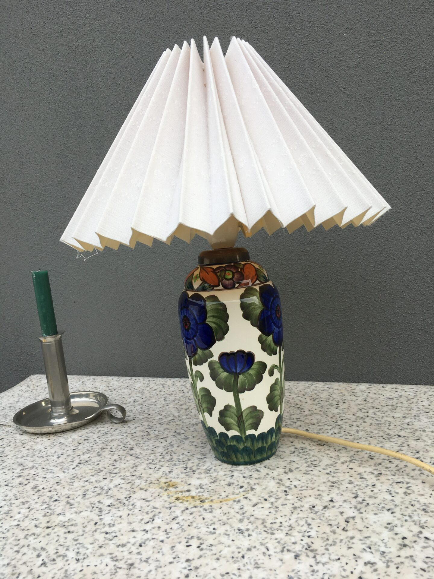 gammel Aluminia bordlampe, fejlfri, højde til overkant fatningshus=29 cm, pris 800kr