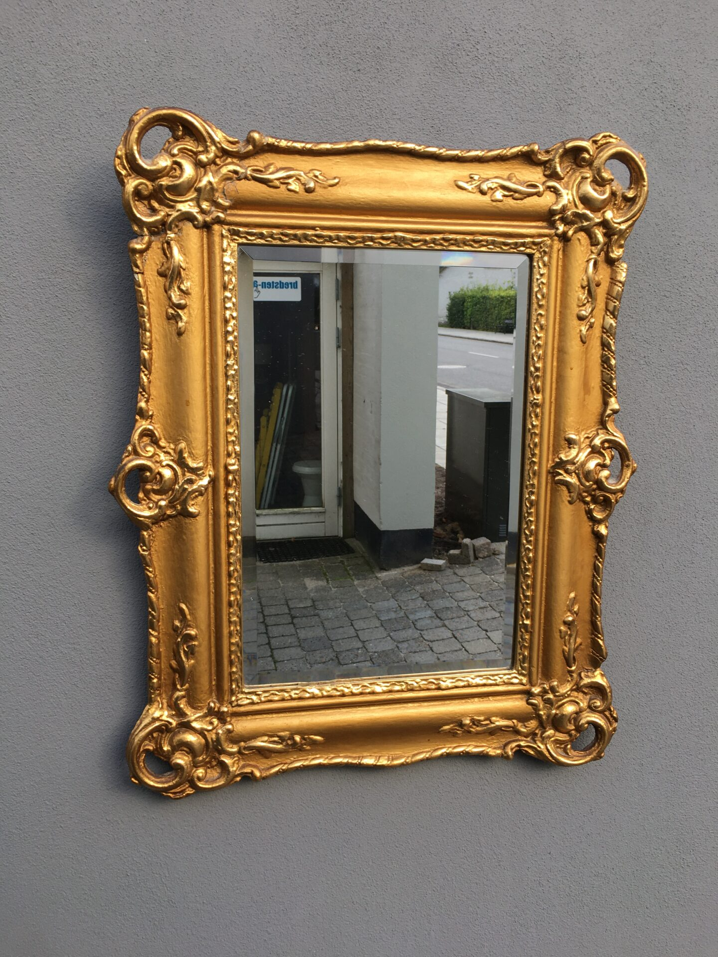 Antikt spejl i forgyldt Damborg-ramme, h=67 cm, b=50 cm, pris 500kr