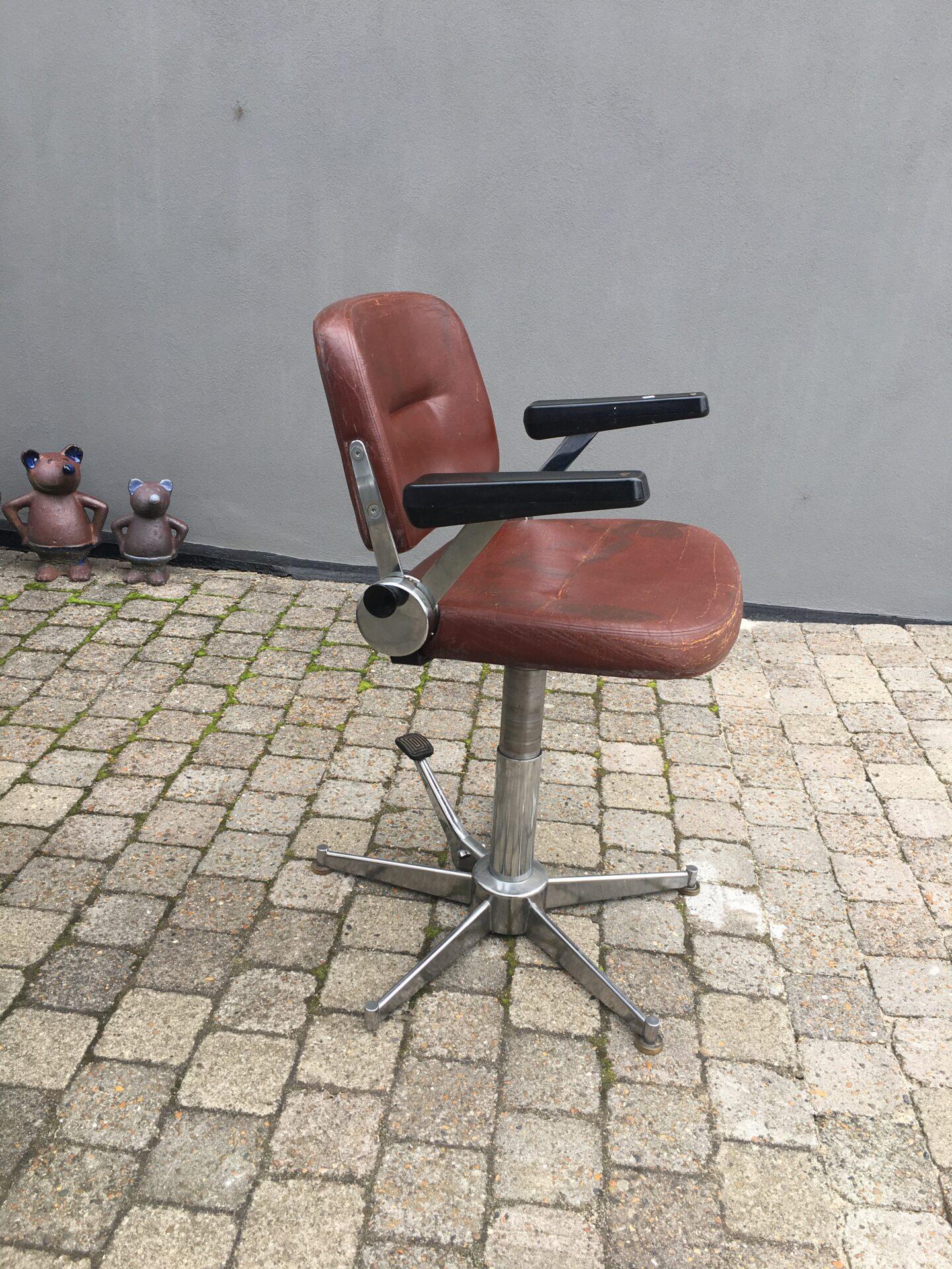 Antik kontorstol/frisørstol, pris 500 kr