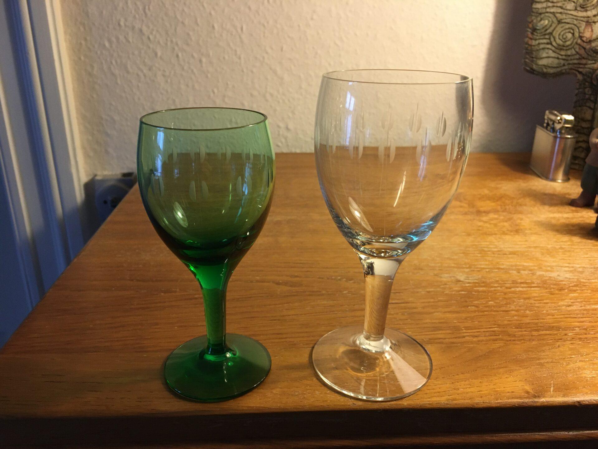 Holmegaard Kirtsen Piil, rødvin pr stk 50 kr, grønne hvidvin pr stk 75 kr