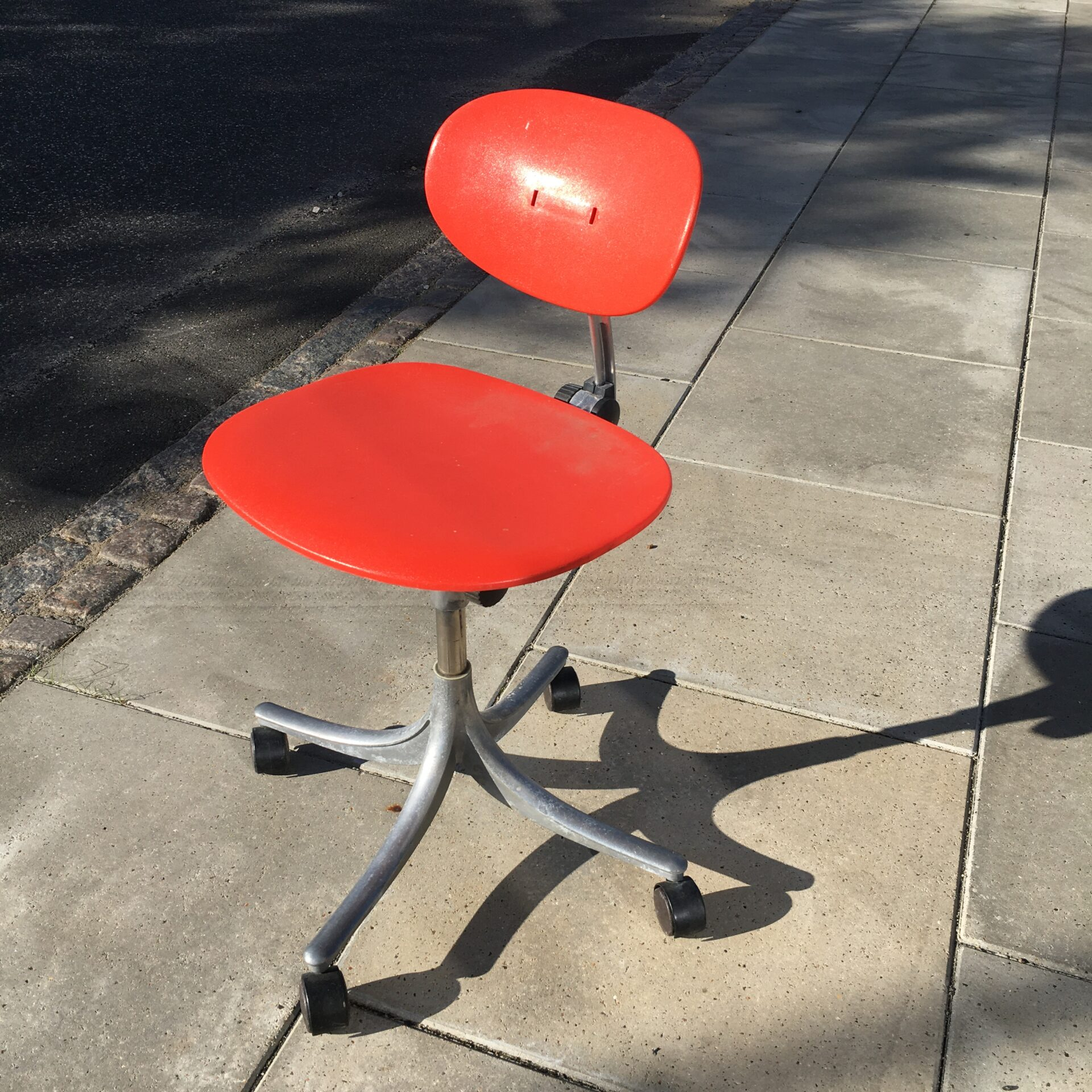 Retro kontorstol, stemplet Jørgen Rasmussen design, pris 500kr
