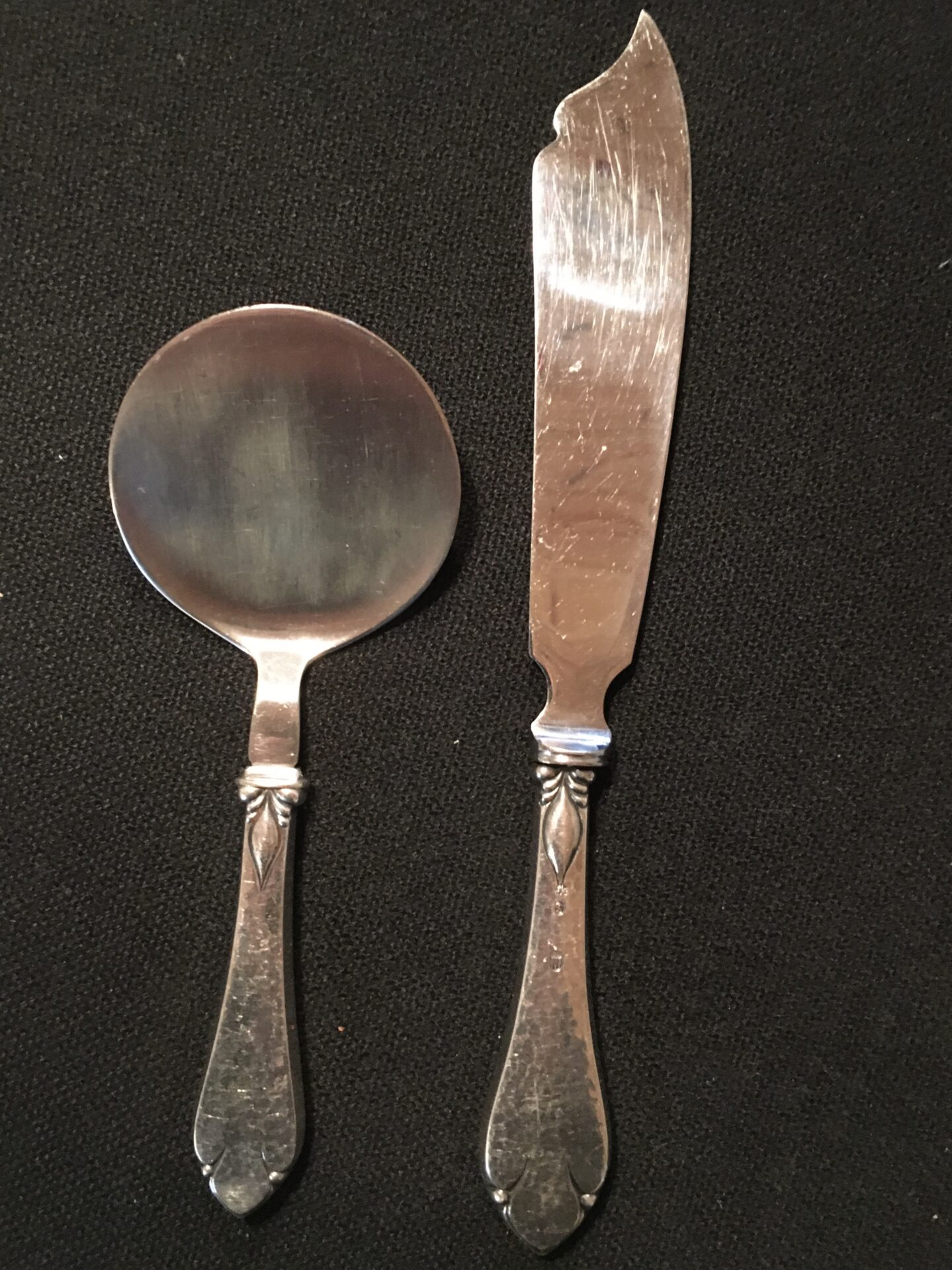 Freja, 3-tårnet sølv, lagkagekniv og spade, ialt 400kr (ingen graveringer)