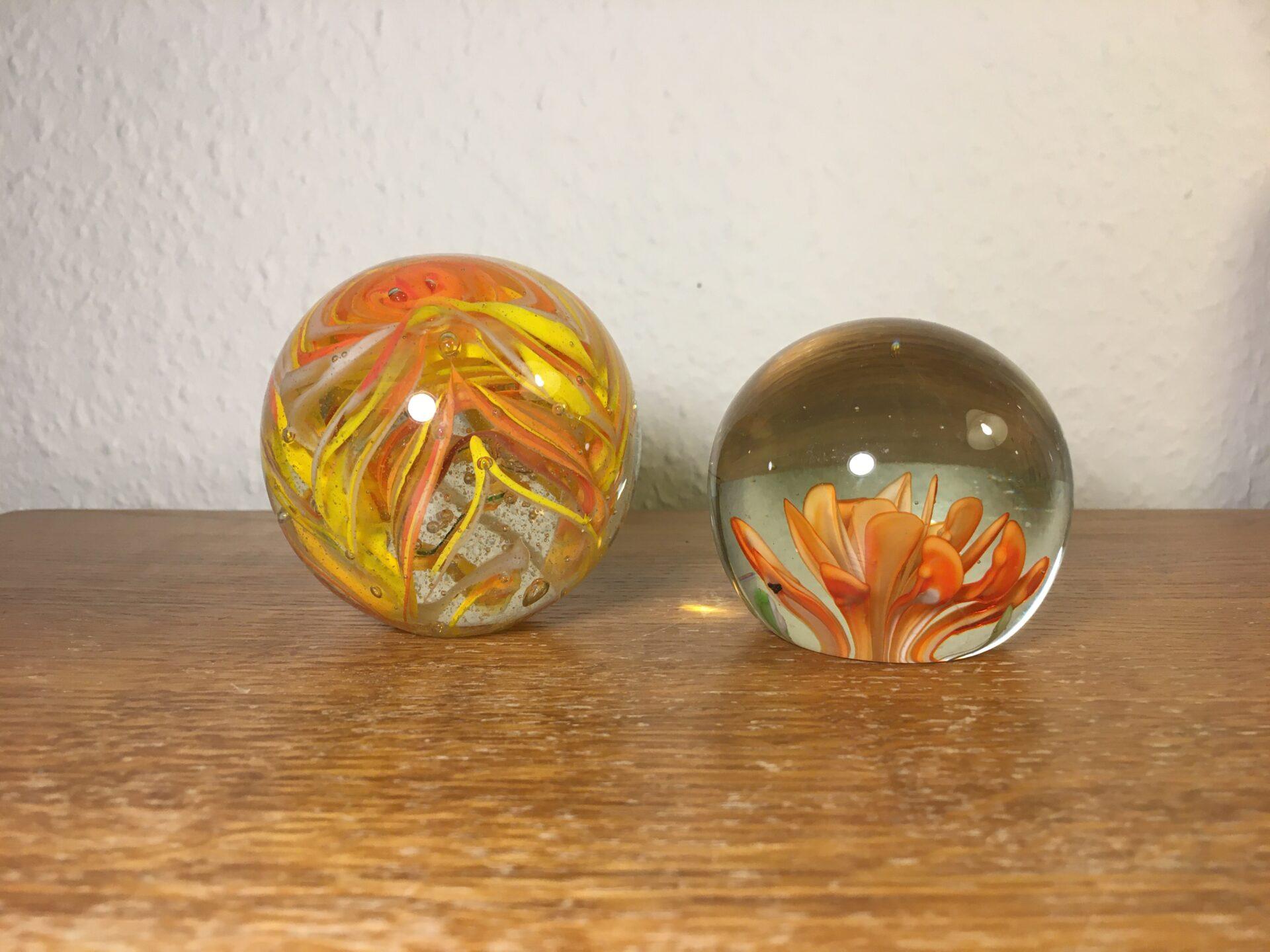 gamle brevpresser af glas, d=7cm/ 6 cm, pris pr stk 300kr