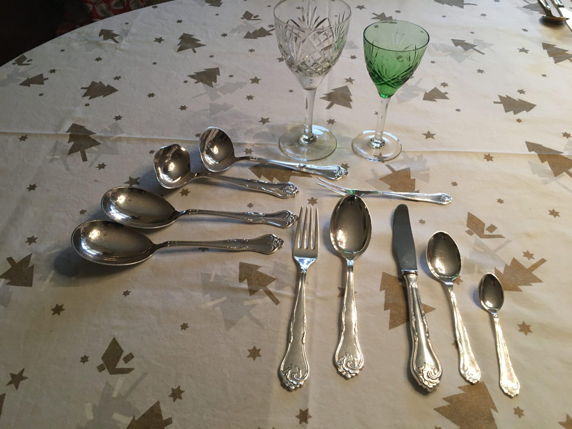 Dagny, sølvpletbestik til 12 personer, meget velholdt, 65 dele sælges samlet for 2000kr