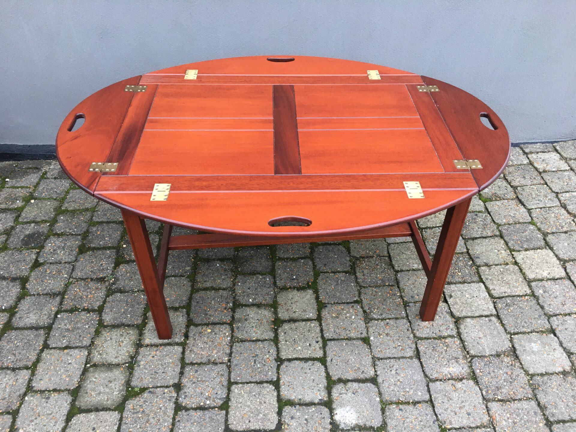 Velholdt butlerbord af mahogni, 120x88 cm (udslået), h= 55 cm, pris 500kr
