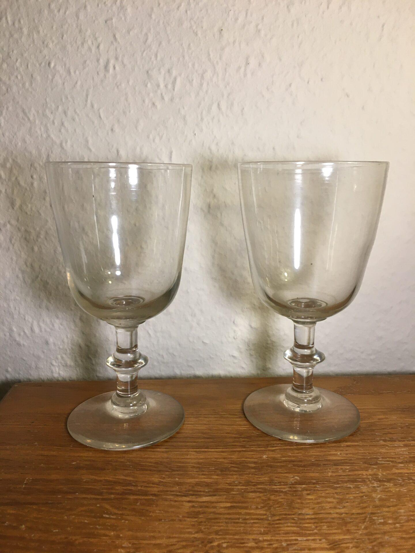 Antikke Berlinois/ Chr. d. 8. drikkeglas, opdrevet og anhæftet, h=15,5 cm. pris pr. stk 200 kr (6 st