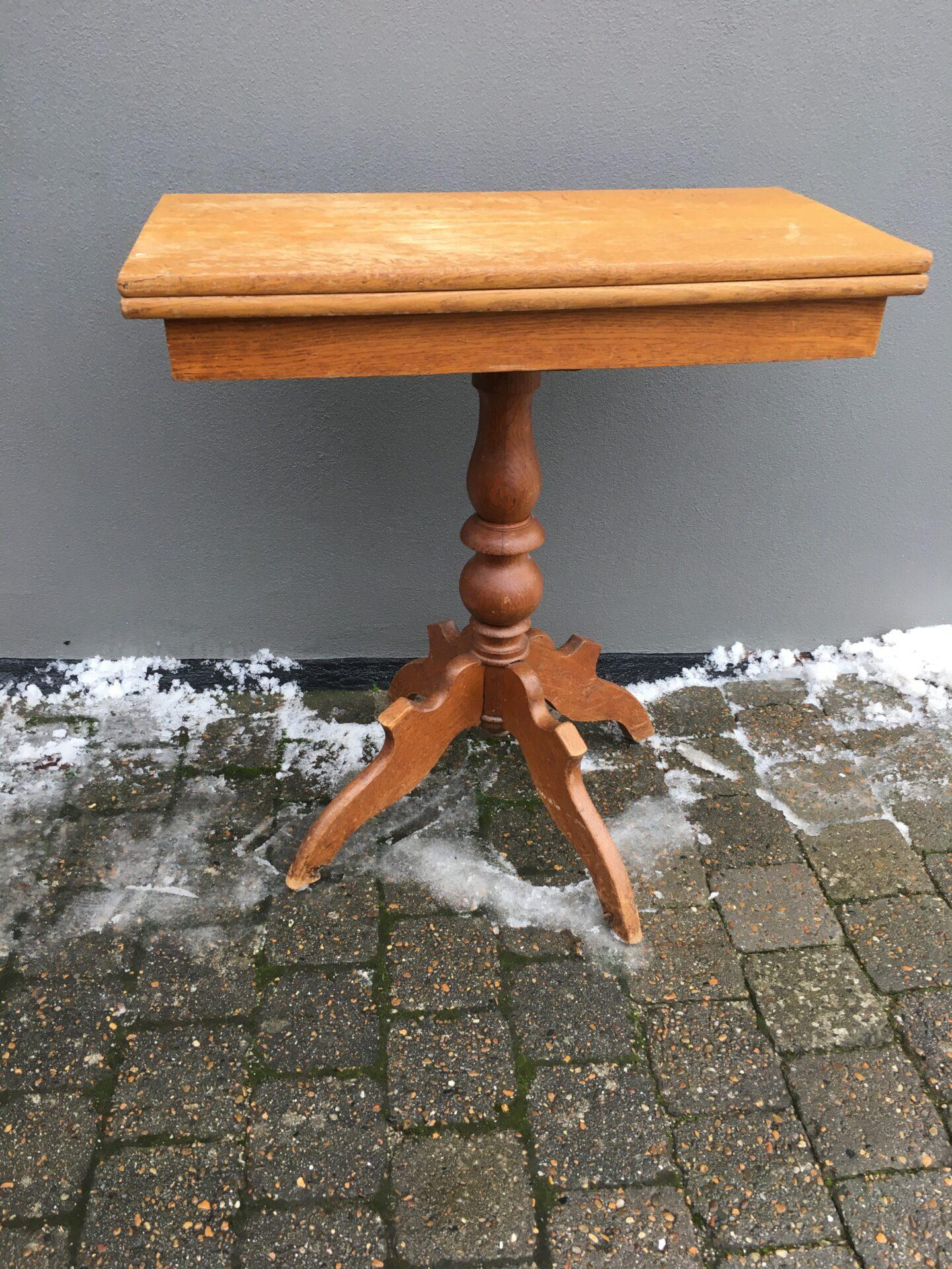 Antikt spillebord, egetræ, h=76 cm, plade= 36x71 cm (ej udslået)