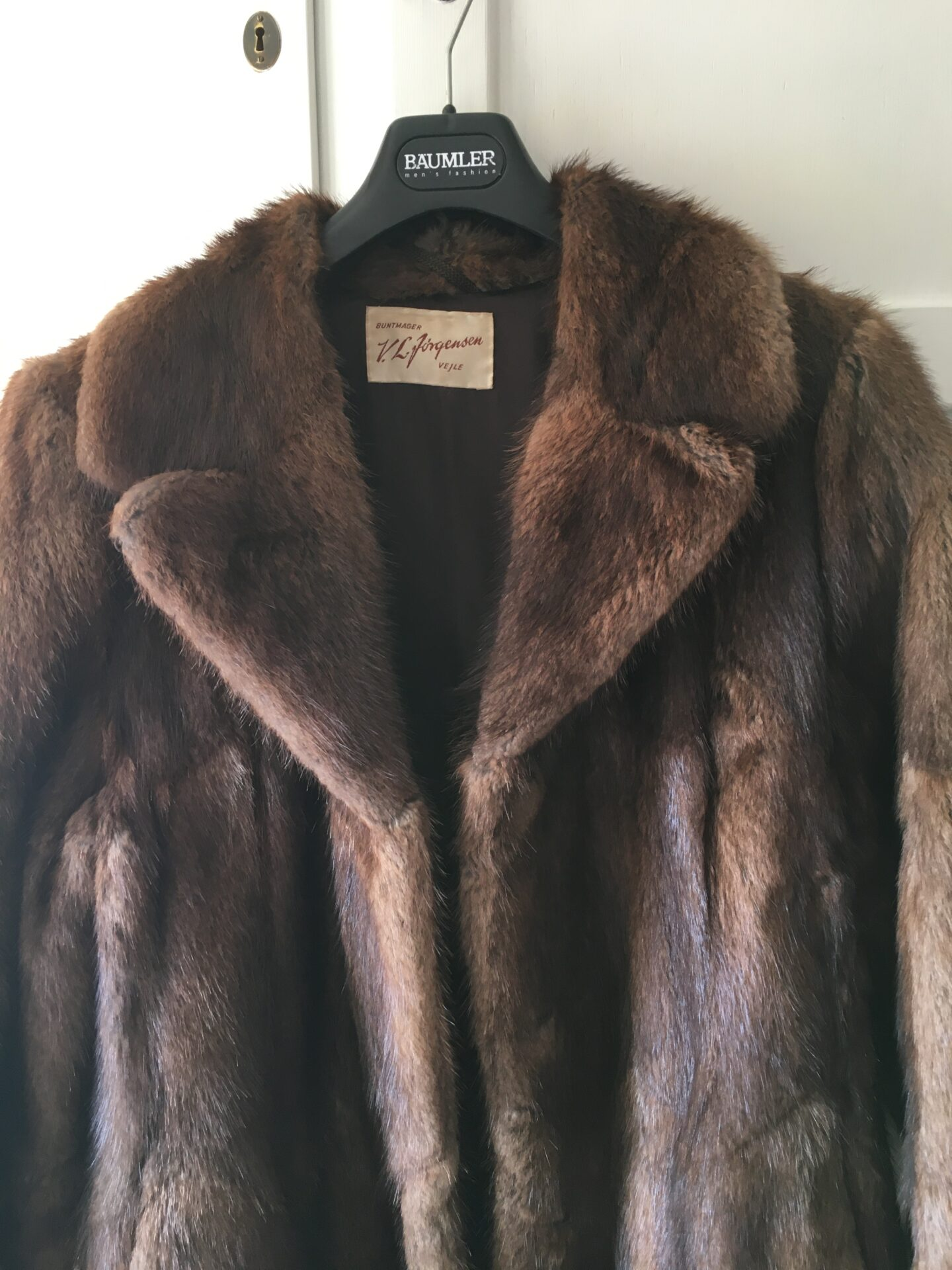 Minkpels (lang frakke), velholdt, str, 40/42. Pris 2200kr
