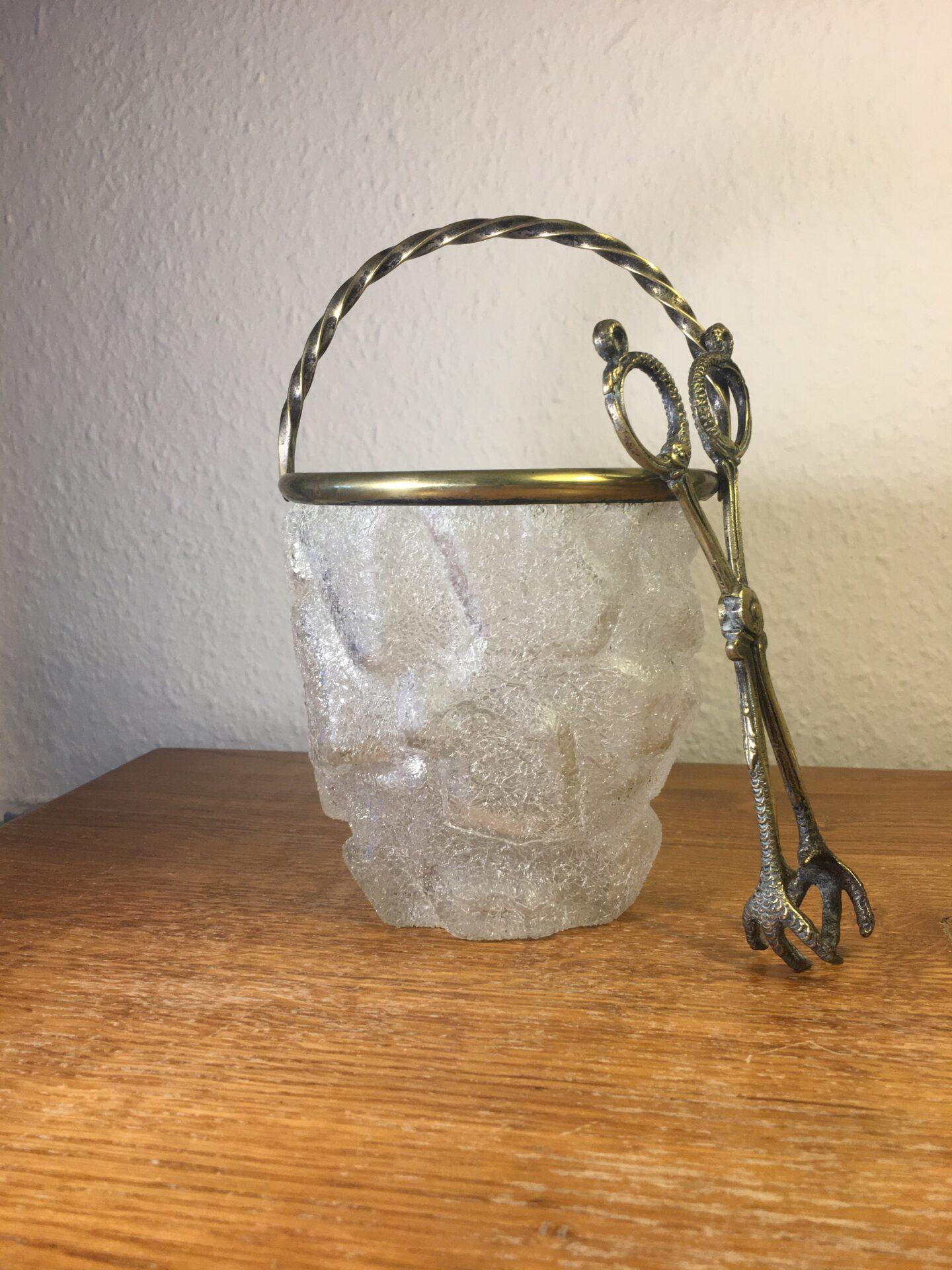 Antik isspand med tihørende tang (bronze), fremstillet af frosset/iset glas formet som isblokke. Pri
