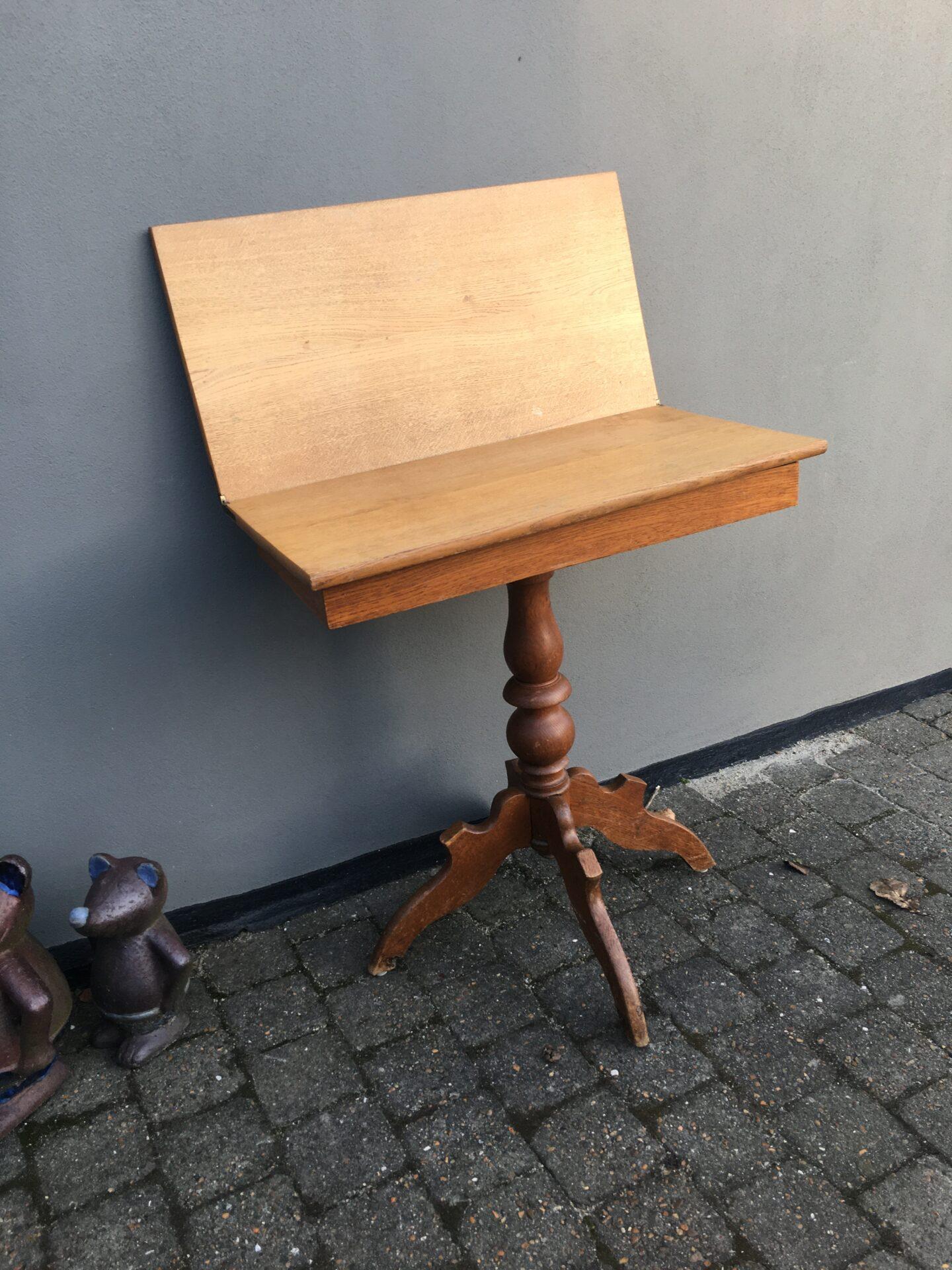 Lille spillebord/klapbord, egetræ, h= 80 cm, pris 400kr