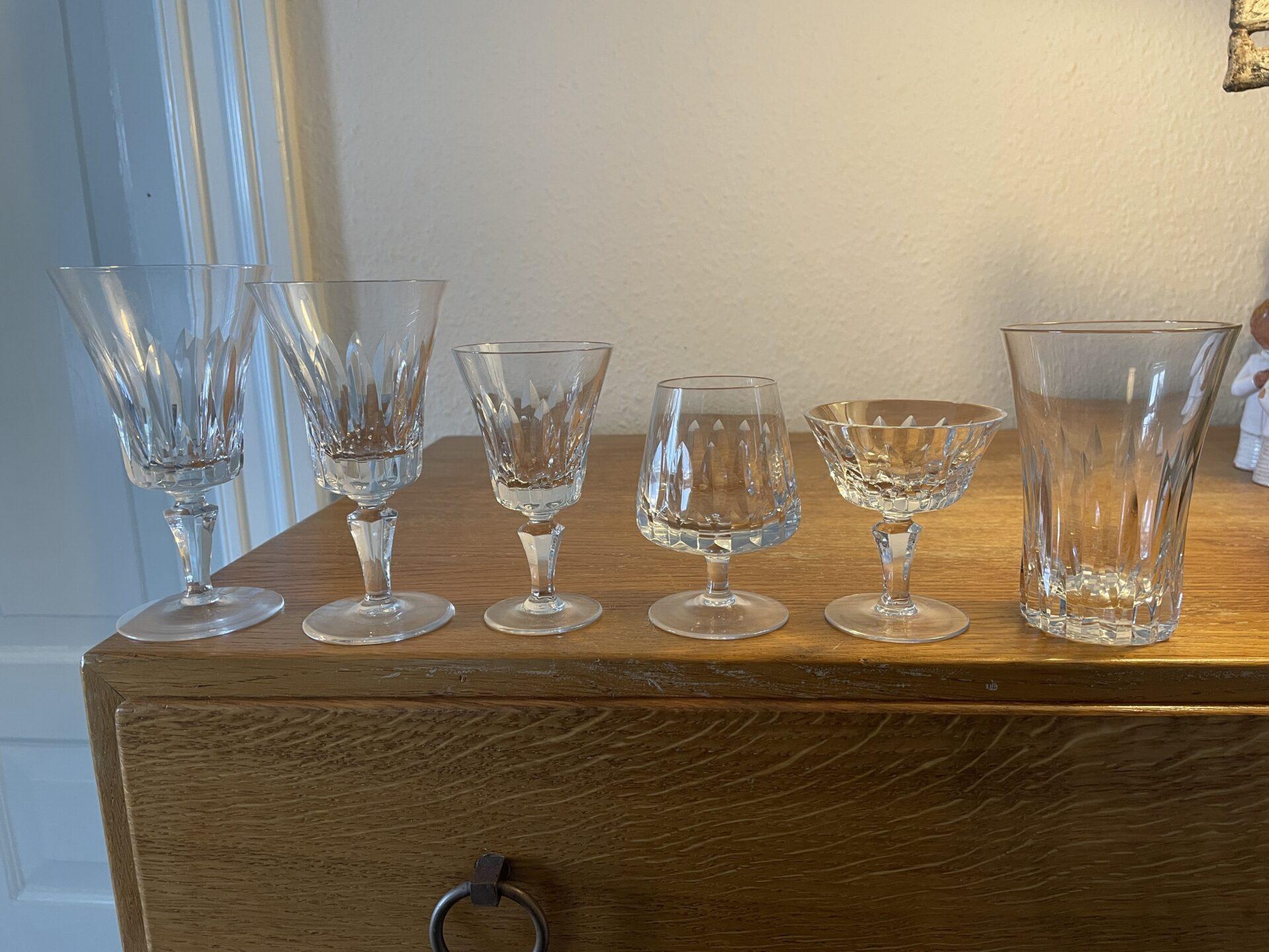 Paris, krystalglas, velholdte, (rødvin, hvidvin, hedvin, cognac, likørskåle og øl). Frit valg pr stk