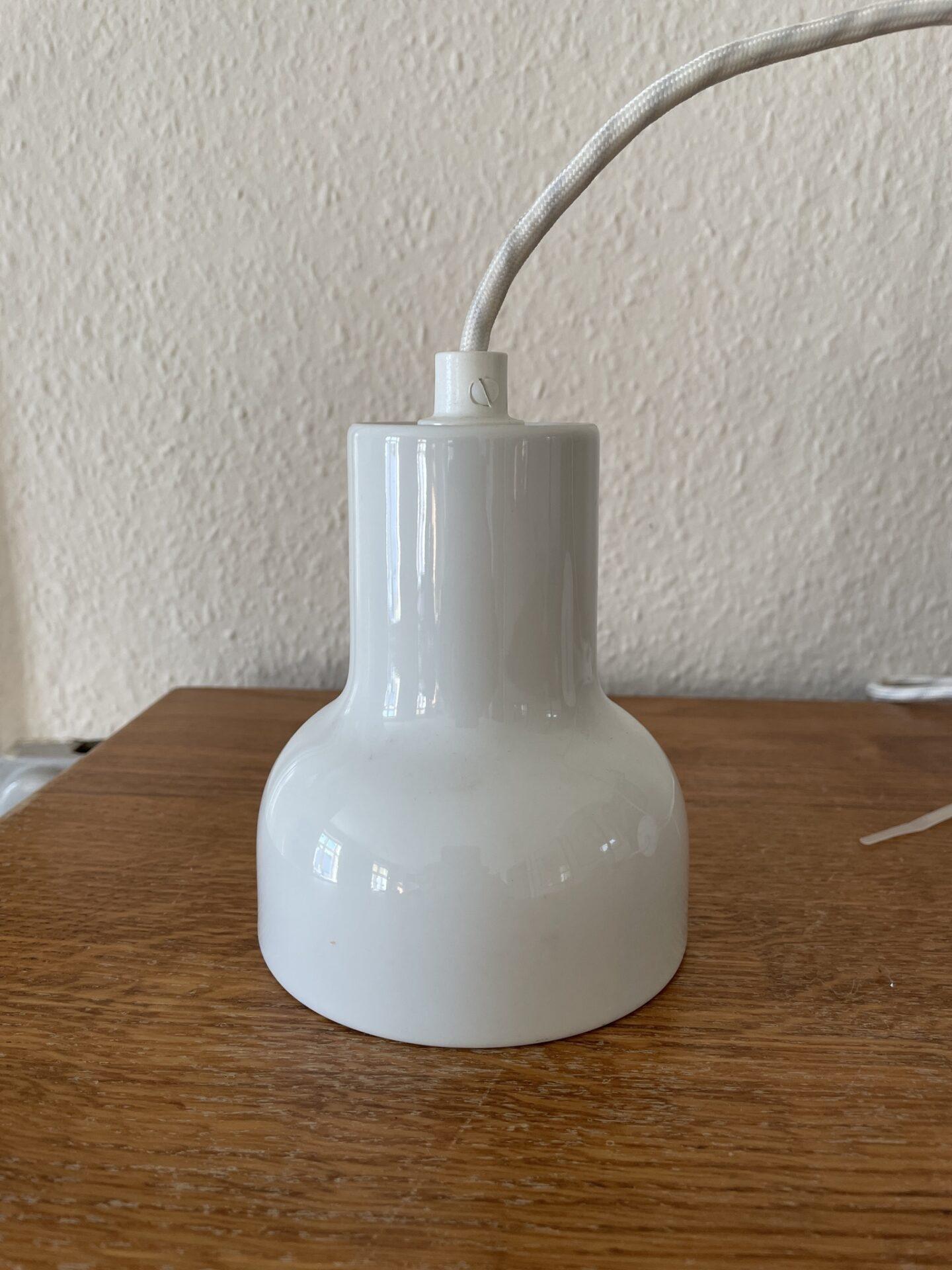 Erik Magnussen/Louis Poulsen pendel, h= 13 cm, monteret m. stofledning. Pris 400kr